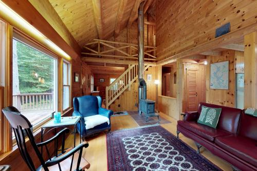 Charloon Cabin - Beaver Cove, ME Vacation Rental