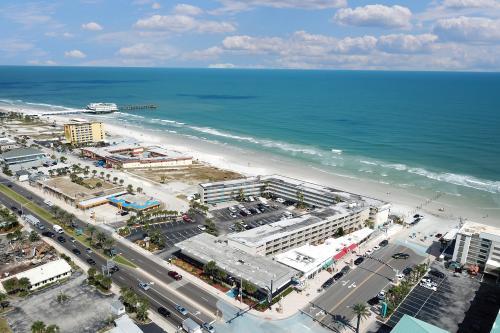 Daytona Inn #405 - Daytona Beach, FL Vacation Rental