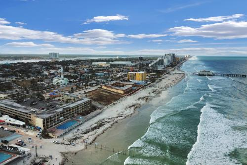 Daytona Inn #235 - Daytona Beach, FL Vacation Rental