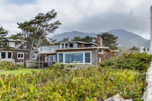 "Sona Tra | Gaelic expression meaning ""Happy Beach"" - Arch Cape, OR Vacation Rental"