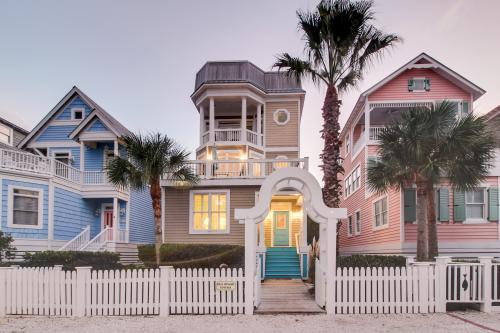Bell Ringer Cottage - St. Simons Island, GA Vacation Rental