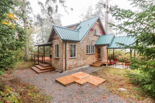 Camano Writer's Cottage - Camano Island, WA Vacation Rental