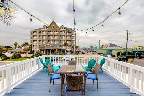 Midtown Paradise on the Beach - Galveston, TX Vacation Rental