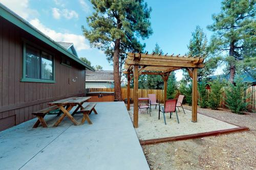 Comfy Bear Essentials - Big Bear City, CA Vacation Rental