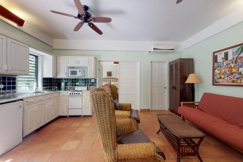 Condo #25 @ Beachside Villas - Placencia, Belize Vacation Rental