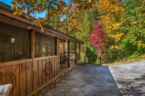 Beartracks Bungalow - Sevierville, TN Vacation Rental