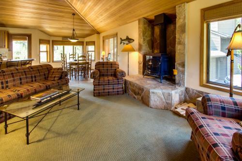 2 Tan Oak - Sunriver Vacation Rental