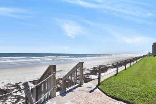 Colony Beach Club - 204 - New Smyrna Beach, FL Vacation Rental
