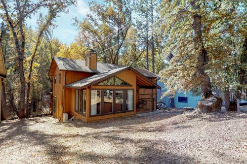 Creekside Cabin - Groveland, CA Vacation Rental