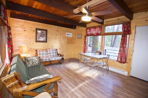 Daydream Cabin - Cascade, ID Vacation Rental