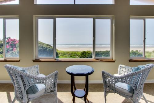 Bali Hai - Where Ocean Meets the Sky - Rockaway Beach, OR Vacation Rental