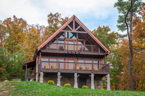 The Laughing Salamander Cabin - Sevierville, TN Vacation Rental
