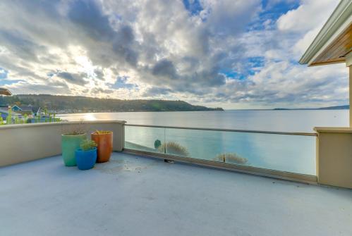 Camano Island Waterfront Modern Splendor - Camano Island, WA Vacation Rental
