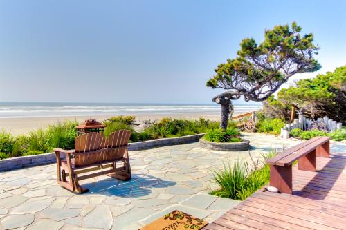 Surf Pines Oceanfront Cottage - Waldport, OR Vacation Rental