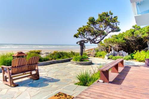 Surf Pines Oceanfront Cottage -  Vacation Rental - Photo 1