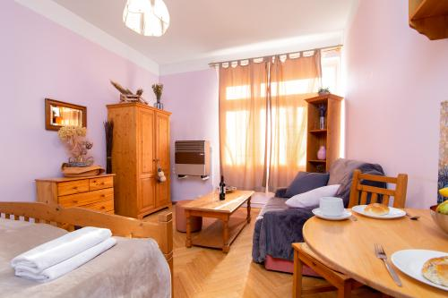 Squeaky Studio at Old Town Square Hastalska - Prague, Czechia Vacation Rental