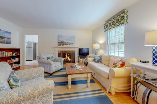 Kennebunk Family Cottage With Crib - Kennebunk, ME Vacation Rental