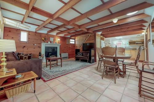 Fife Cottage - Guerneville, CA Vacation Rental
