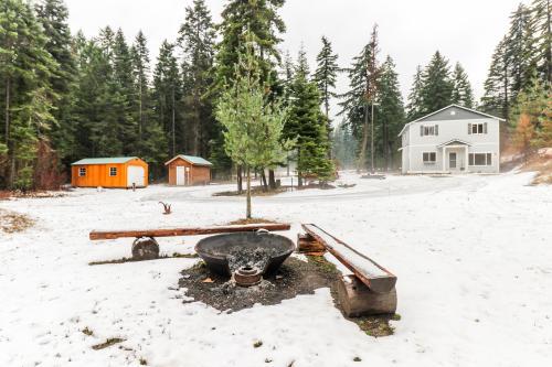 6 Acre Wilderness Retreat - Cle Elum, WA Vacation Rental