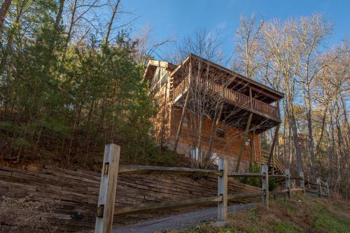 Sugar Bear Cabin - Sevierville, TN Vacation Rental