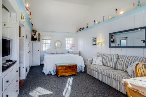 Seaside Cottage #11 - The Whale Watch - South Yarmouth, MA Vacation Rental