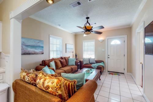 Island Cottage Getaway - Galveston, TX Vacation Rental