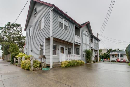 Downing Street Deluxe - Seaside, OR Vacation Rental