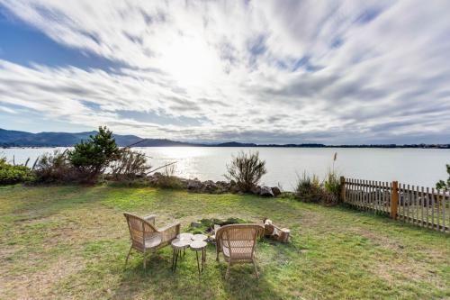 Bayview Escape - Lincoln City, OR Vacation Rental