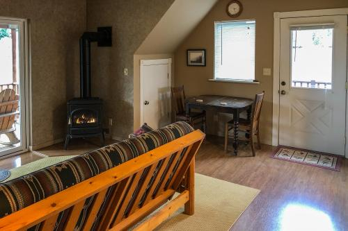 Day Dreamer on Cedar Spring - Trout Lake, WA Vacation Rental