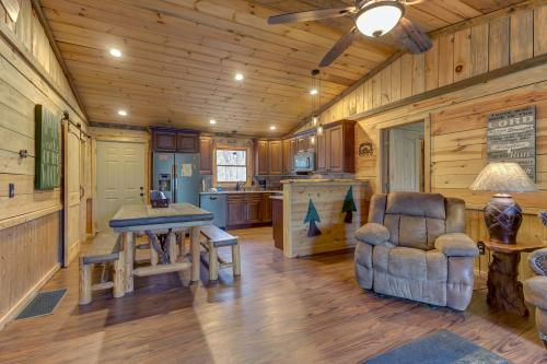 Helen's Creekside Lodge - Sautee Nacoochee, GA Vacation Rental