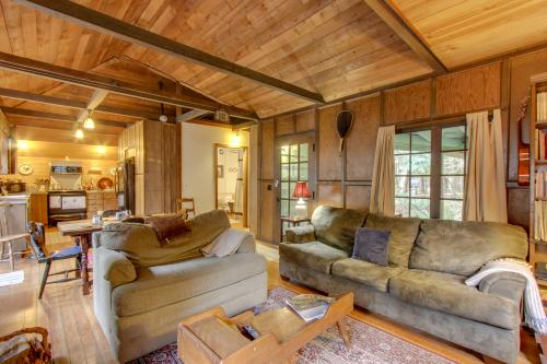 Bon Fir Cabin - Rhododendron, OR Vacation Rental