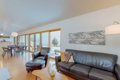 The Glidehouse With Private Pool - Chelan, WA Vacation Rental