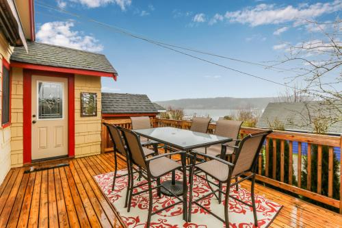 Bay View Bungalow - Poulsbo, WA Vacation Rental