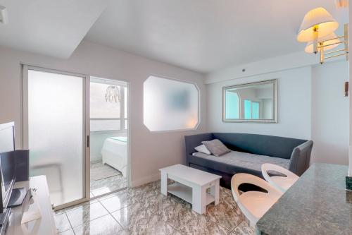 Castle Beach: Blue-Passion Flower Condo - Miami Beach, FL Vacation Rental