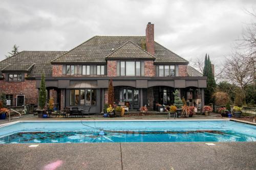 Wiser Lake Luxury - Lynden, WA Vacation Rental