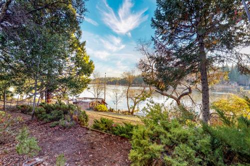 Heart's Desire on the Lake (01-275) - Groveland, CA Vacation Rental