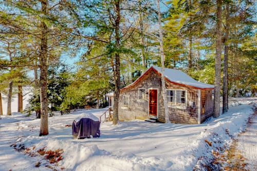 Lake View Cottage - Orland, ME Vacation Rental
