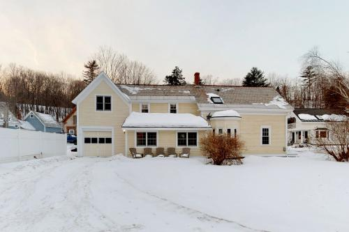 Small Town Charm  - Ludlow, VT Vacation Rental