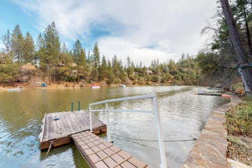 Lakefront Days (15-084) - Groveland, CA Vacation Rental