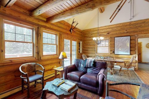 Little Wolf Log Cabin - Big Sky, MT Vacation Rental