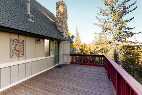 Intimate Spyglass Lodge - Lake Arrowhead, CA Vacation Rental