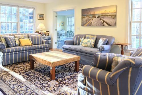 Gooseberry Manor/Cottage - Vineyard Haven, MA Vacation Rental