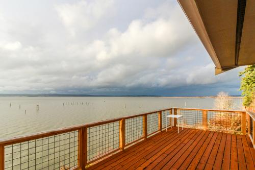 Bayfront Beauty - Stanwood, WA Vacation Rental