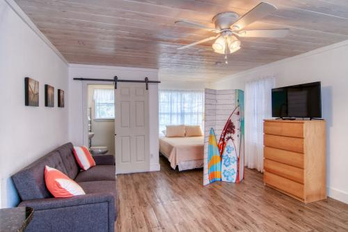 Coastal Hideway #B - Rockport, TX Vacation Rental