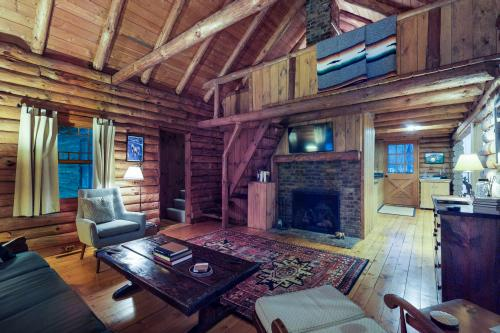 Log Cabin Living - Winhall, VT Vacation Rental
