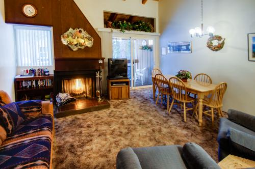Howling Wolf Townhome - Carnelian Bay Vacation Rental