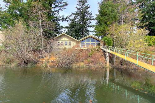 Emerald Island - Lakeside, OR Vacation Rental