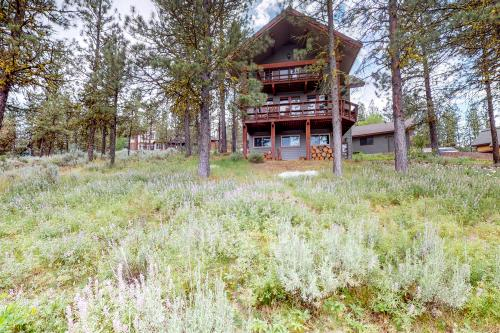 Treehouse Cabin - New Meadows, ID Vacation Rental
