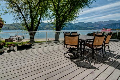 Fray's Lane Waterfront Home - Manson, WA Vacation Rental