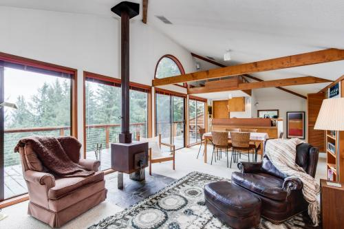 The Eagle's Nest - Otis, OR Vacation Rental